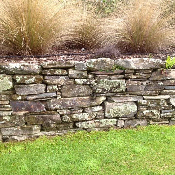 Natural schist cladding veneers and paving cluden stone for Landscaping rocks auckland